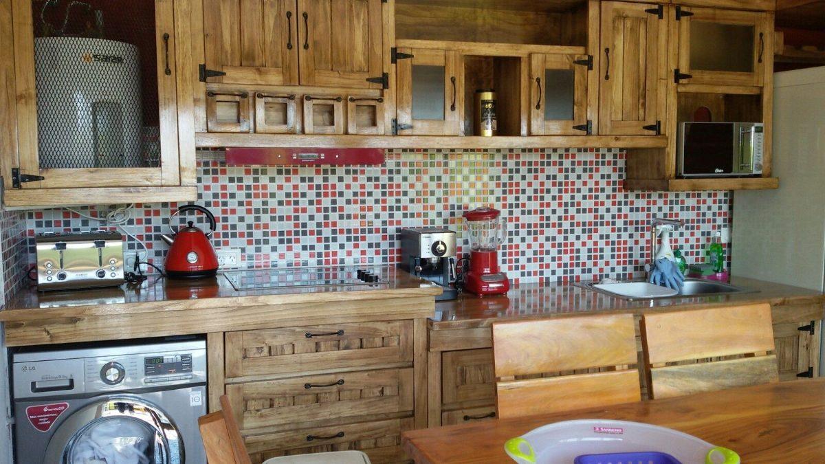Bajo mesada y alacena rustico estilo campo en for Cocinas solo muebles bajos