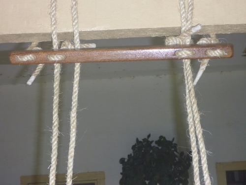 balanço para crianças envernizado claro corda sisal