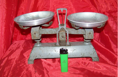 balanza antigua 2 platos finciona bien o decoración
