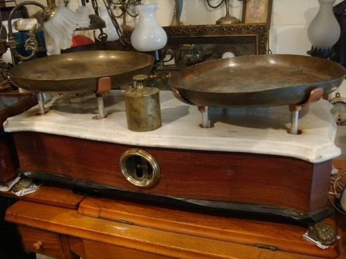 balanza antigua de 2 platos marmol estilo frances patas leon