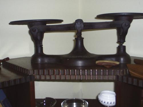 balanza de dos platos  inglesa muy antigua