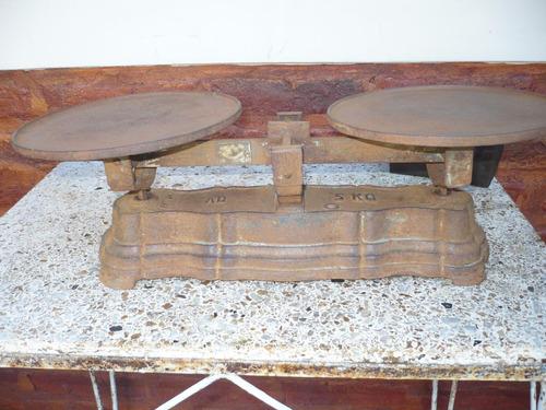 balanza platos antigua