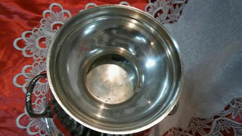 balde de metal plateado