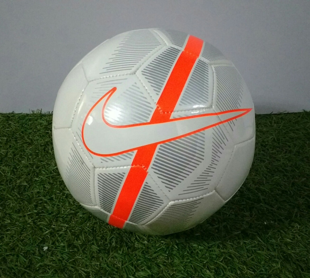 45a61e97df479 Balón De Fútbol Nike Mercurial Fade Tamaño 4 -   350.00 en Mercado Libre