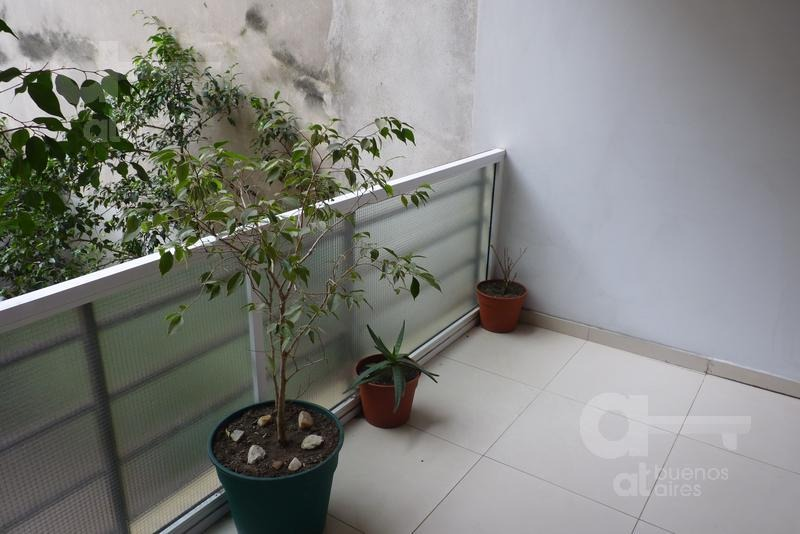 balvanera. cómodo loft  c/balcón terraza. alquiler temporario sin garantías.