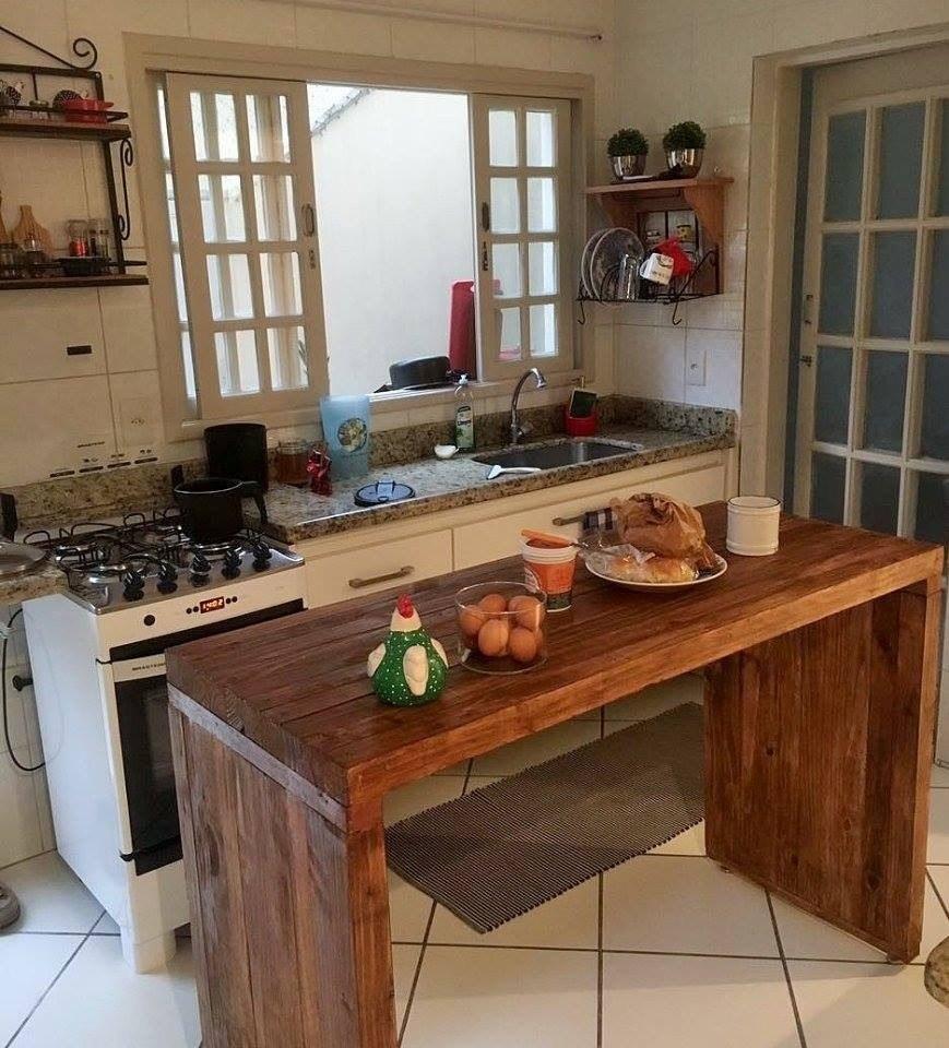 Cozinhas Com Ilha E Bancada A Mesa Em Madeira Que Sai Da Parte