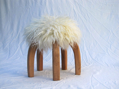 banco / banquito matero patagónico madera lenga cuero oveja