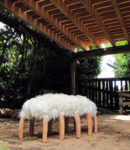 banco ciempiés, madera lenga y cuero oveja, pié de cama