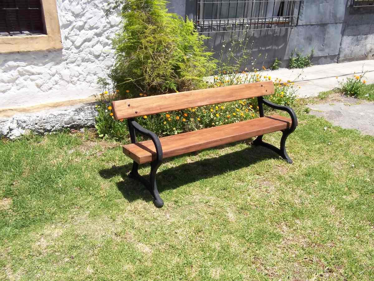 Banco de hierro fundido y madera para jardin for Banco madera jardin