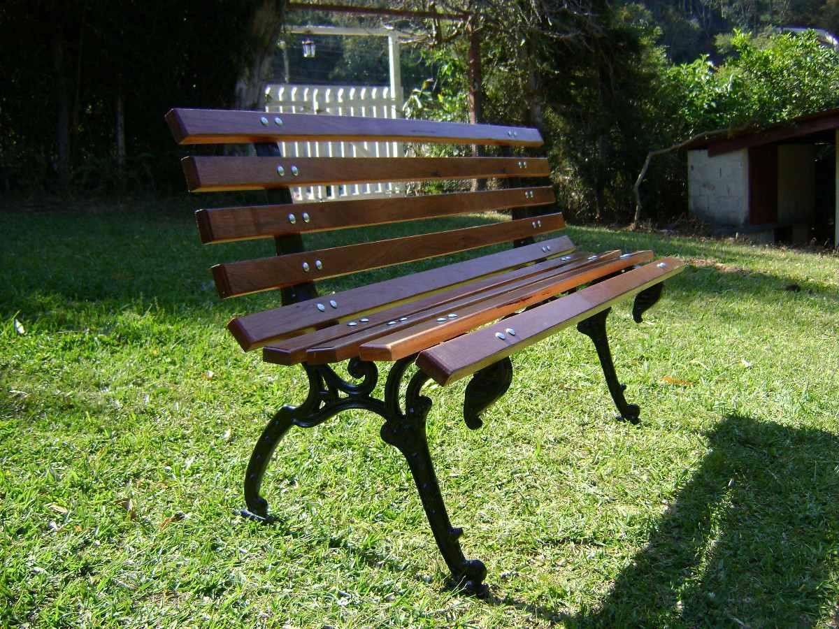 Banco De Jardim Em Madeira E Ferro Fundido R$ 299 99 em Mercado  #779437 1200x900