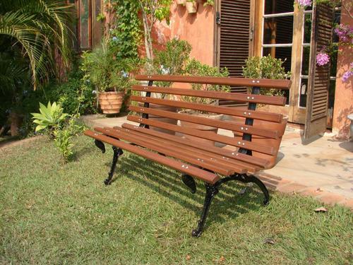 banco de jardim em madeira e pé de ferro - tamandua