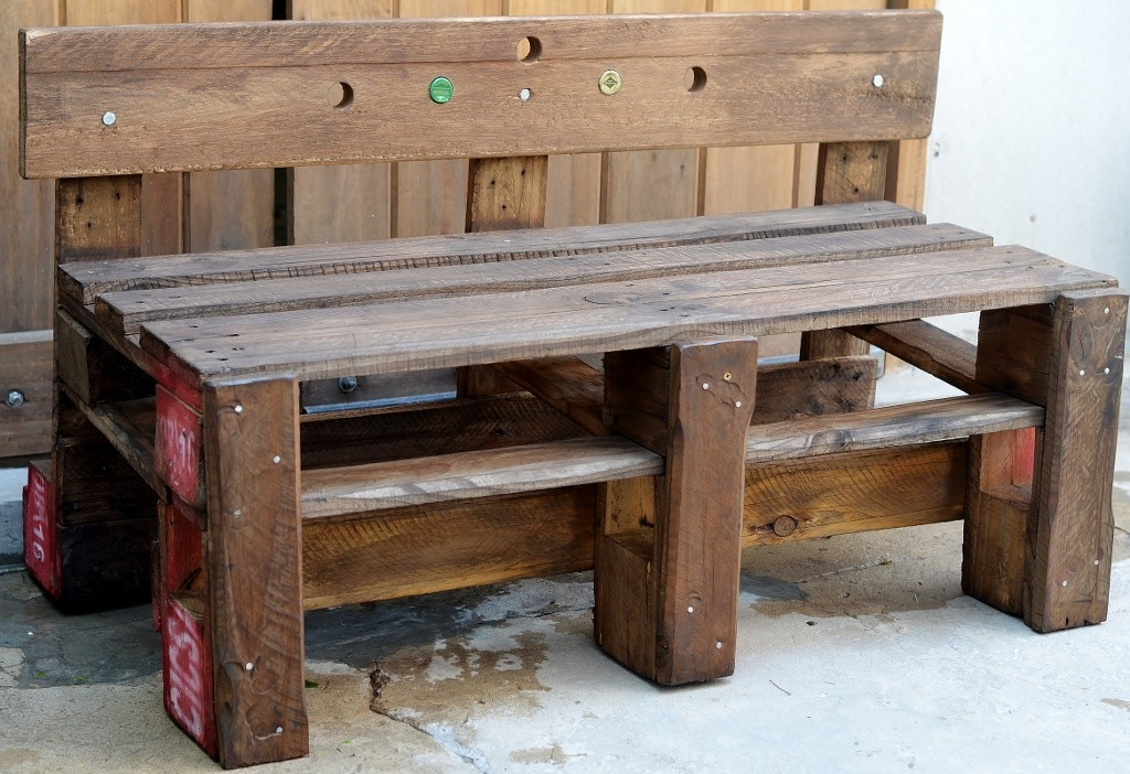 Banco con palets adems es un mueble que tambin puede ser - Bancos hechos con palets ...