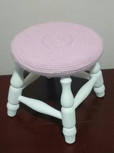 banco en madera con crochet