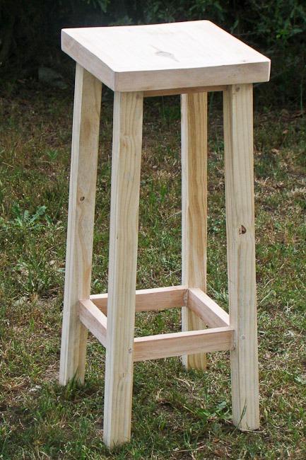 Banco modelo cuadrado alto 85 cm en madera maciza 790 for Bancos de madera para barra