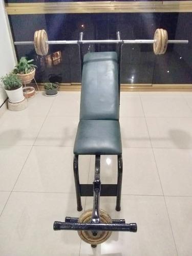 banco multifuncional para ejercicios con barra y pesas