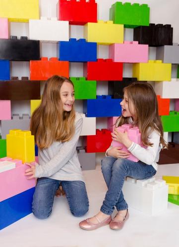 banco simple bajo con bloques plásticos - ladrillos gigantes