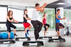 banco step de ejercicios y aerobicos para deportes gimnasio