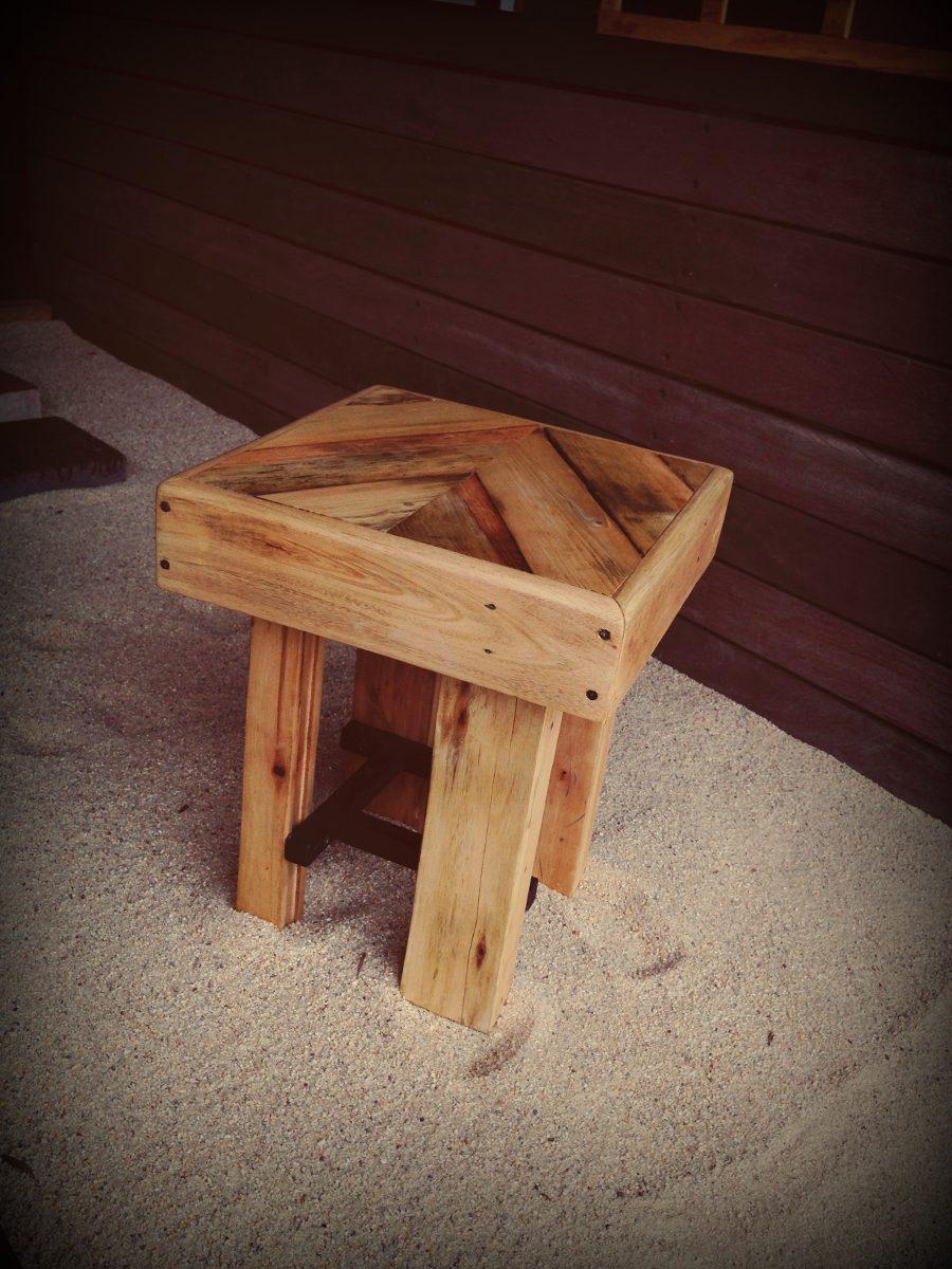 Banco taburete de madera reciclada dif alturas for Taburetes de madera