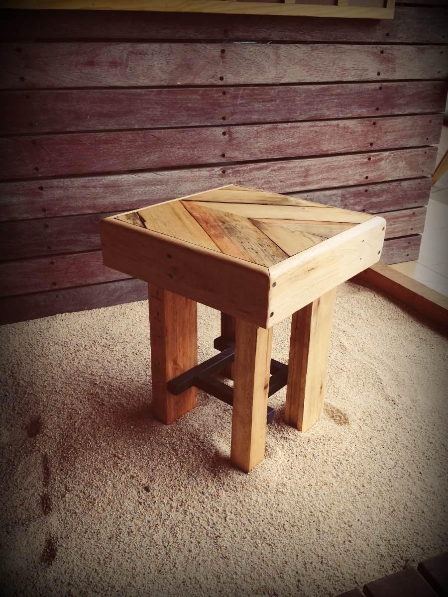 Banco taburete de madera reciclada dif alturas for Bar con madera reciclada