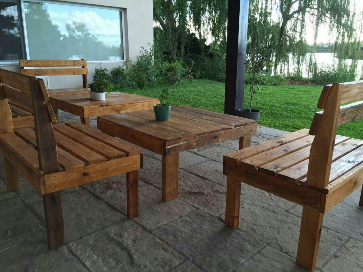 bancos y mesas para exterior en maderas recicladas