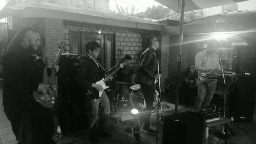 banda de rock con la mejor música totalmente envivo