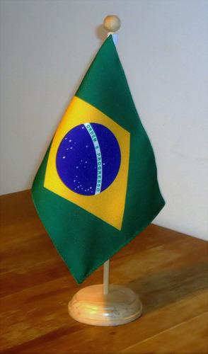 bandeira  de mesa com suporte e mastro alt 31 cm