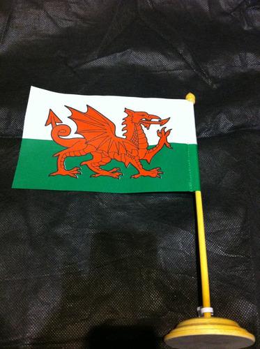 bandeira de mesa do país de galês