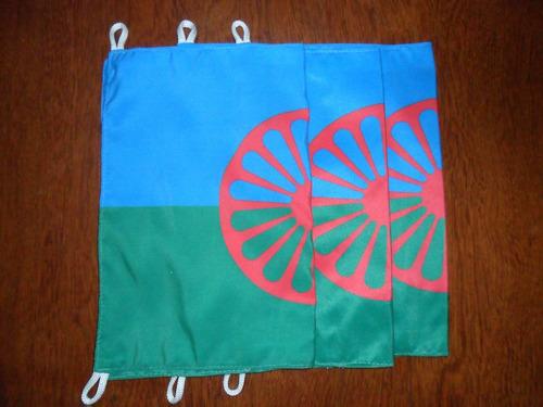 bandeiras ciganas medindo 0,23 x 0,33