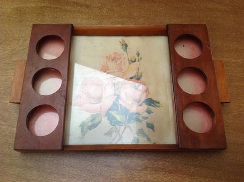 bandeja antigua de madera y vidrio con posavasos