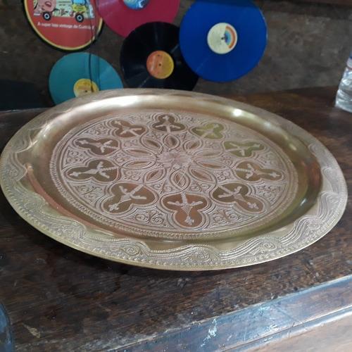 bandeja bronze importada trabalhada a mão bom estado.