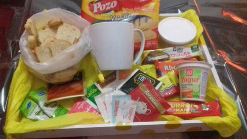 bandeja de desayuno , golosinas y picadas  a domicilio