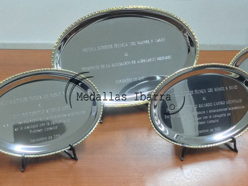 bandeja grabada acero y bronce 13x17 cm premio homenaje