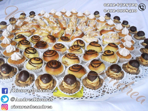 bandejas de cien mini dulces variados para fiestas.