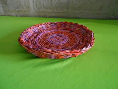 bandejón para frutas hecho en falso mimbre. artesanal