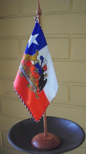 bandera chilena para escritorio de 21,5 x 14,5 cms.