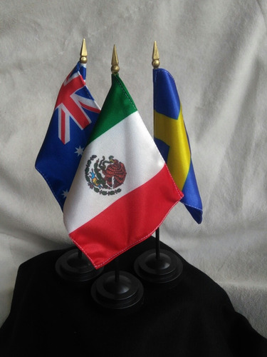 bandera internacional medida 10 x 15 cms con asta y base