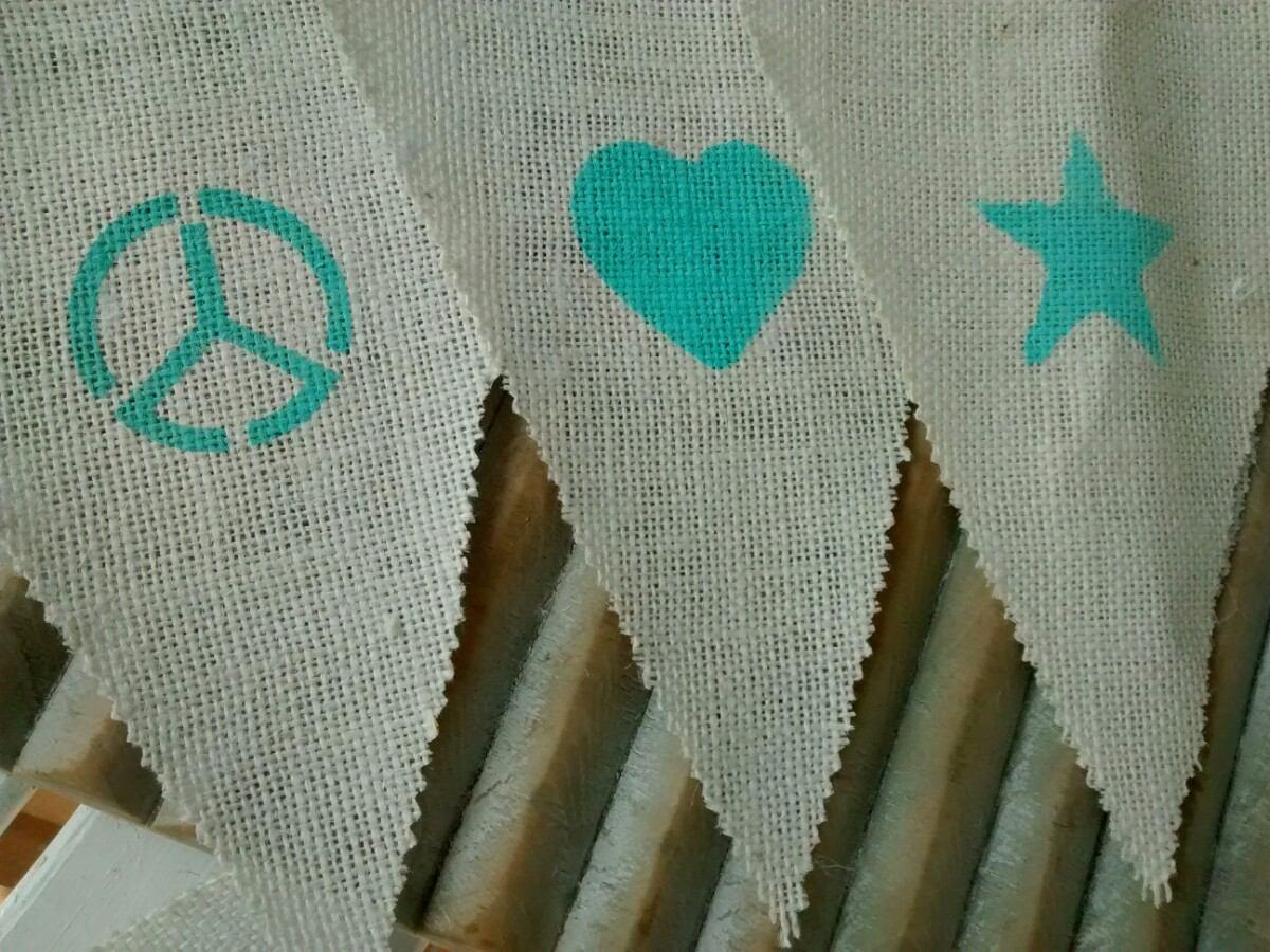 banderines de tela de arpillera