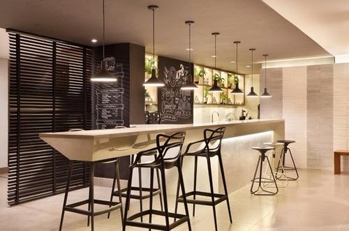 banqueta taburete master bar silla barra cocina level design