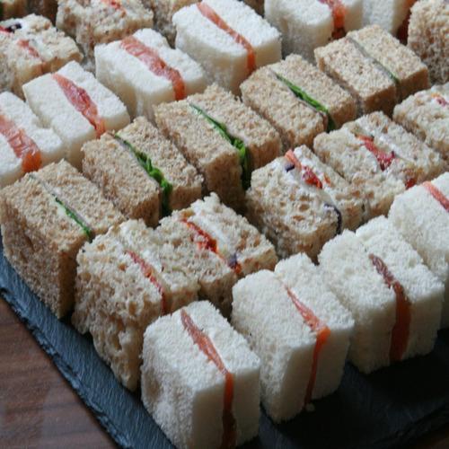 banquetería con sabor mediterráneo, canapés bocadillos y más