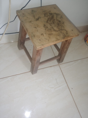 banquinho de madeira