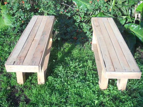 banquitos de madera.