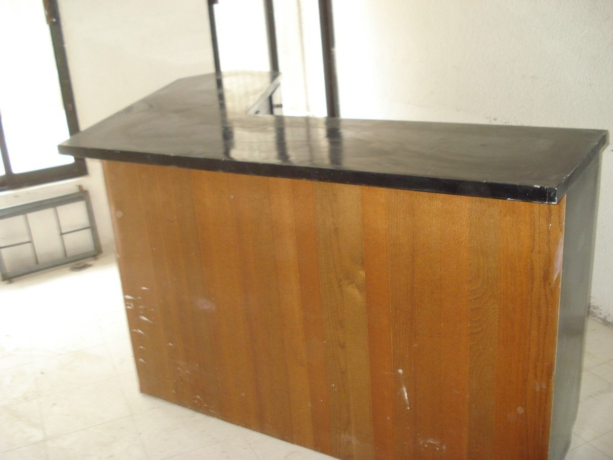 Bar con barra escuadra de madera para restaurar en oferta for Barra bar madera