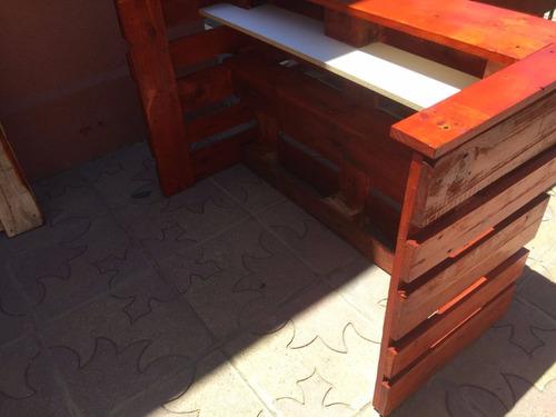 bar de palet rústico acabado en barniz cahoba 80x120x60