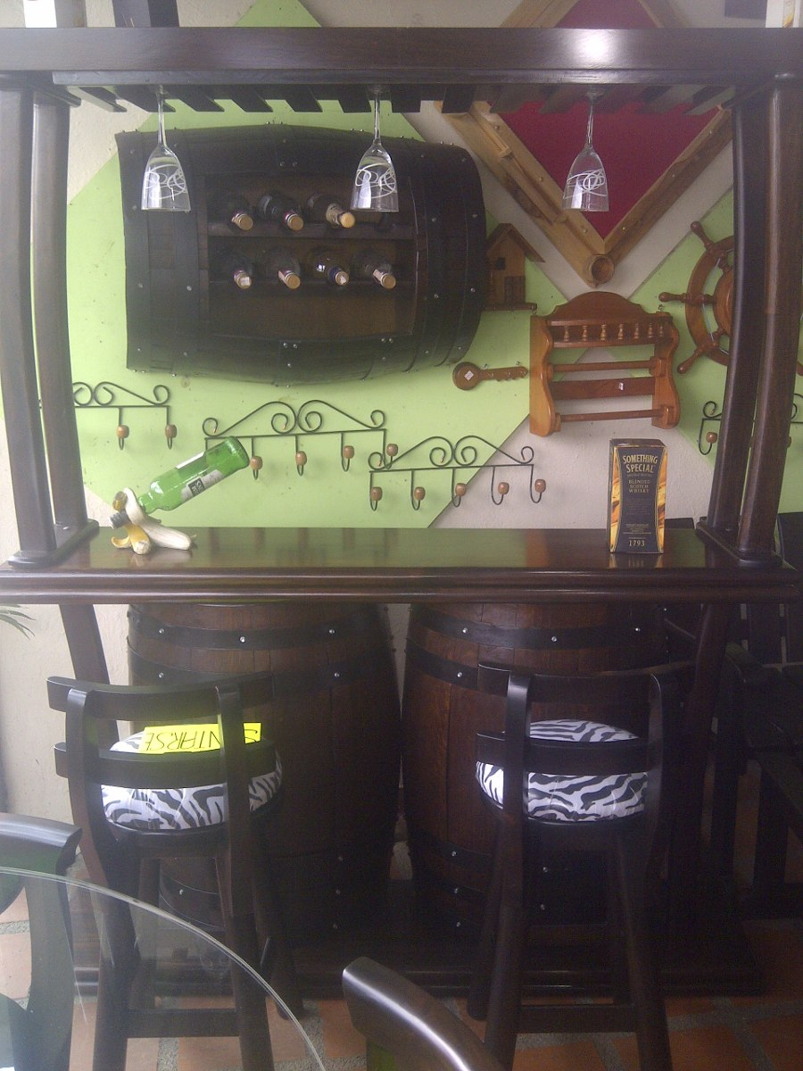 Bar licorera con copero tasca madera barril o barricas for Bar barril de madera