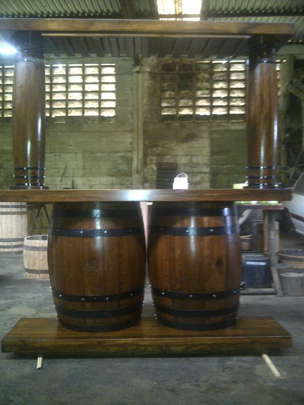 Bar licorera con copero tasca madera barril o barricas for Barriles de madera bar
