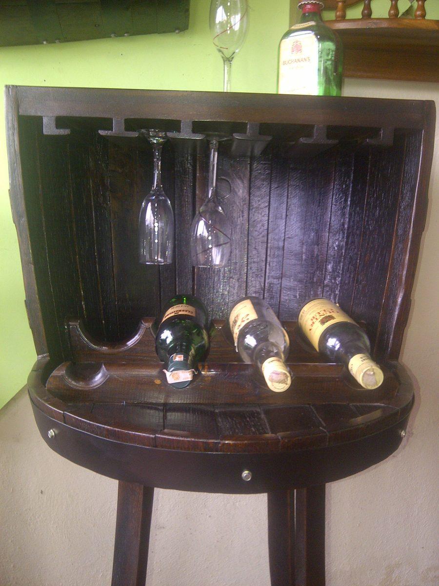Bar licorera taurete o banco en madera con copero en for Bar barril de madera