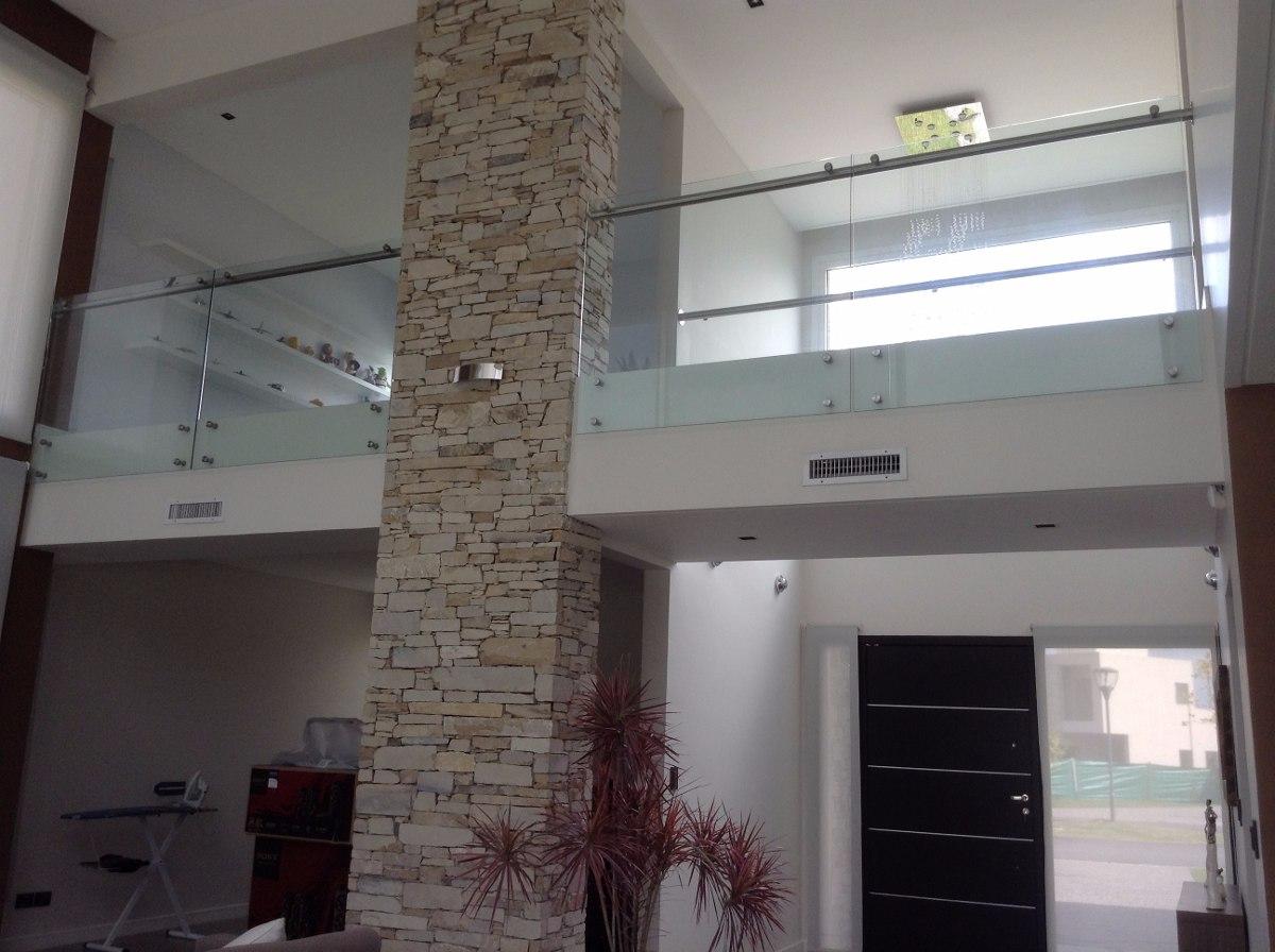 Escaleras con pasamanos de cristal barandillas de for Barandas de vidrio y acero