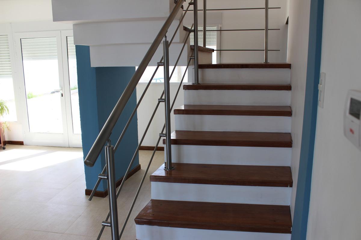 baranda en acero inoxidable escaleras
