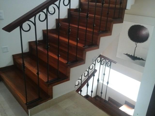 Barandal economico de herreria con madera 1 en for Escaleras economicas