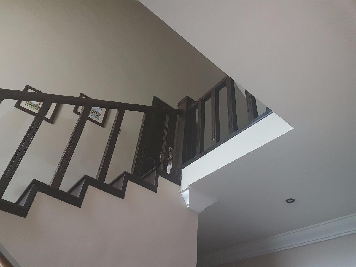 Barandal para escalera de madera de banak 9 en for Escaleras para exteriores de madera